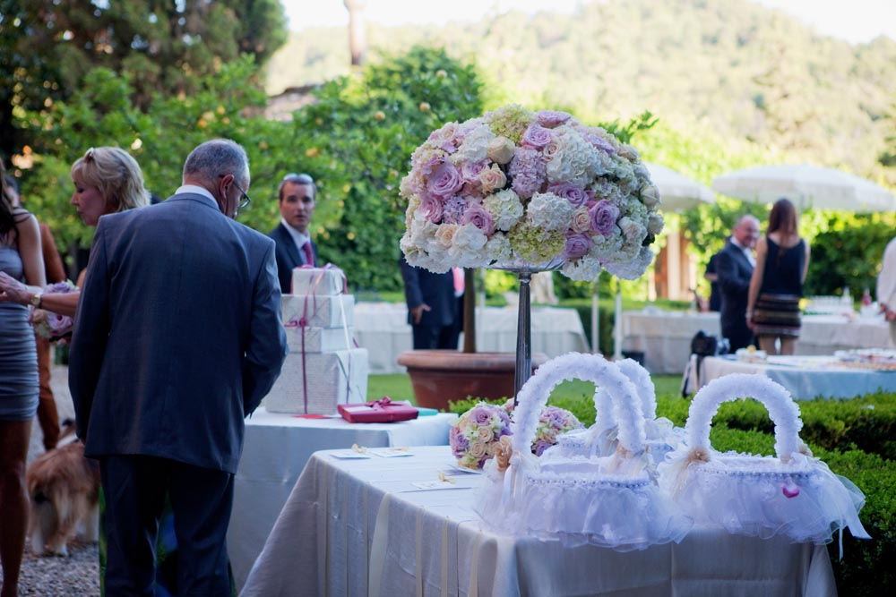 Flowered buffet and gifts