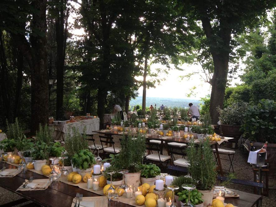 Reception table with lemon style in tuscany