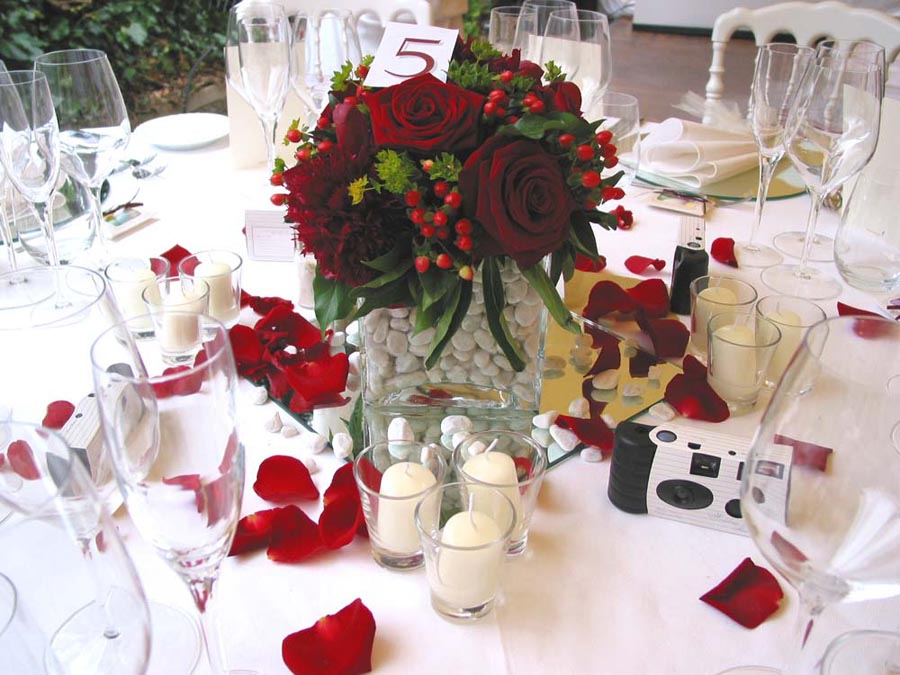 Red Rose and white setting for reception wedding