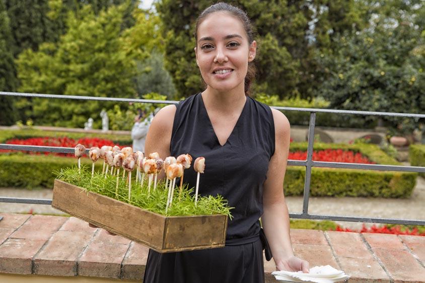 Tuscanbites waiter girl serves fingerfood