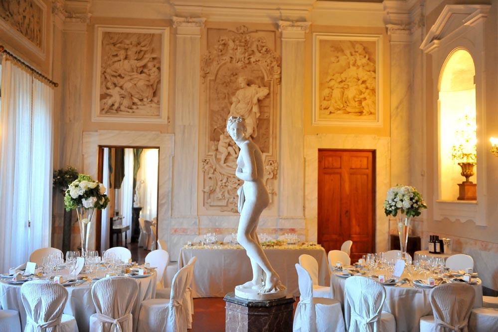 Tuscany elegant villa reception settings