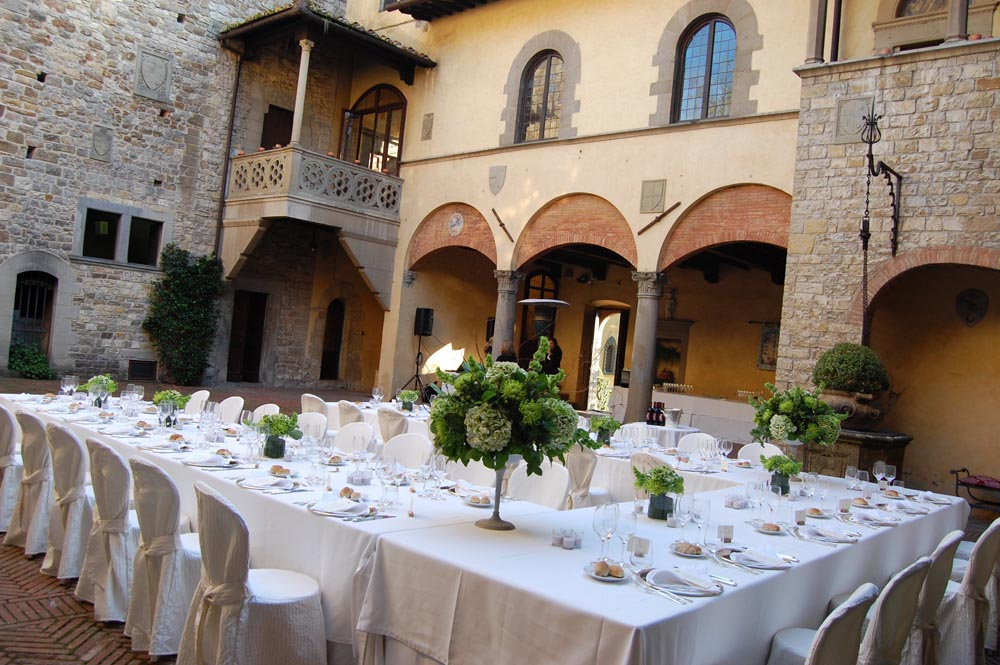 classic reception atering in tuscany castle
