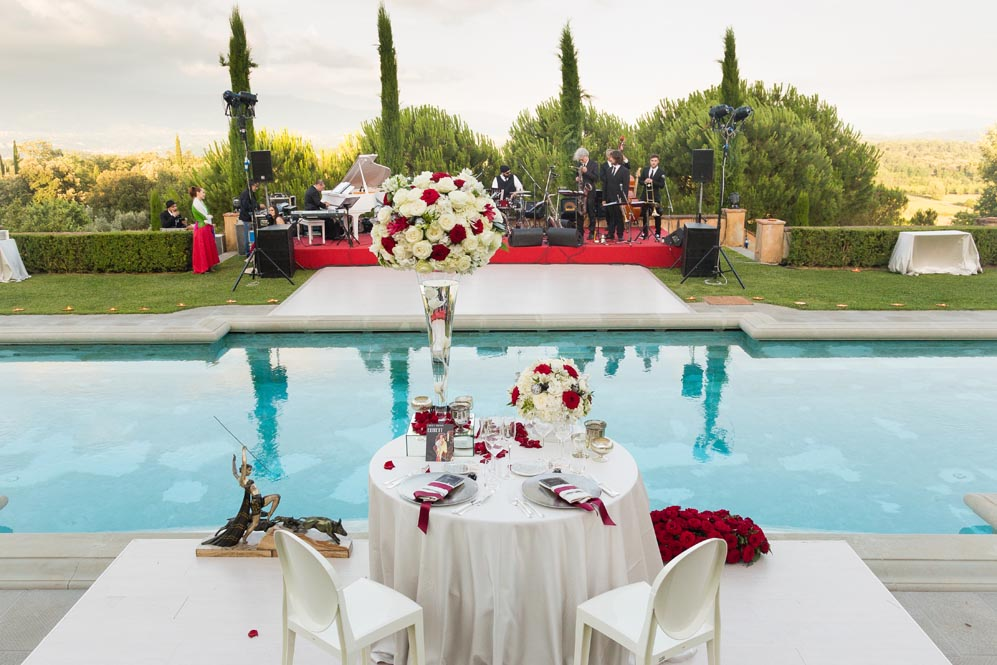 receptions settings pool tuscanbites catering