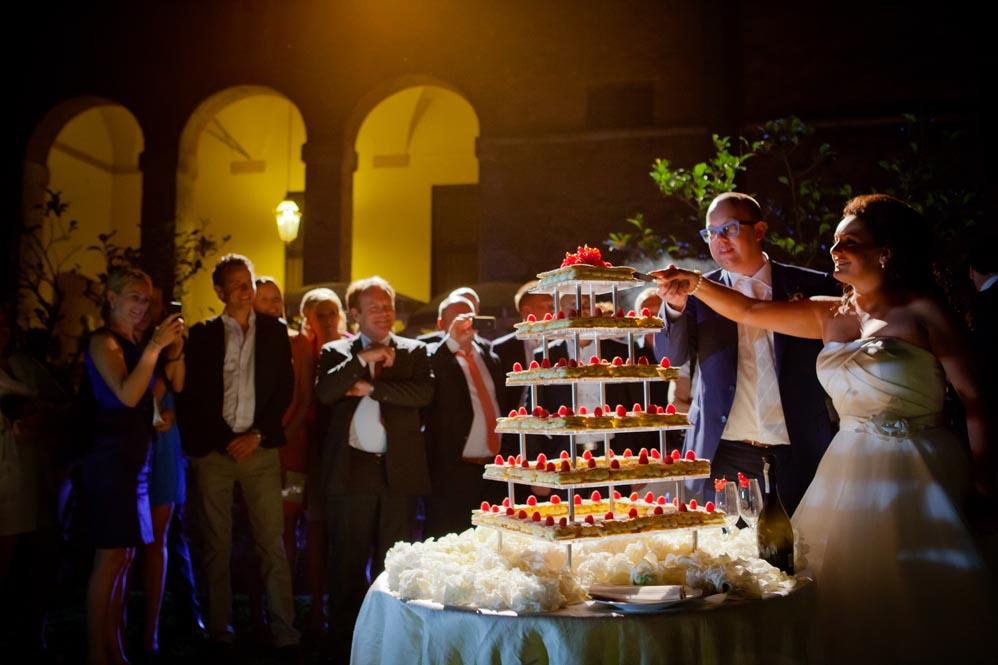 wedding cake cutting tuscanbites tuscany